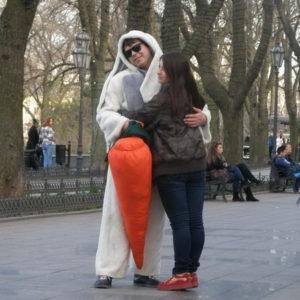 Зайчик с морковкой на Юморине