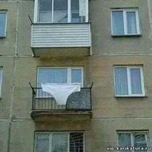 Огромные трусы на балконе